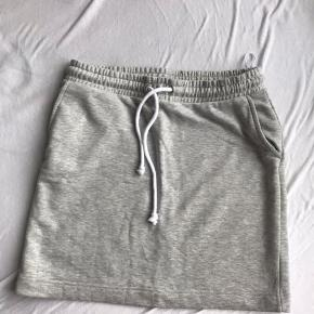 PIECES Nederdel, Aldrig brugt. Herning - PIECES Nederdel, Herning. Aldrig brugt, Er måske blevet prøvet på men aldrig brugt. Ren men ikke vasket. Ingen mærker eller skader