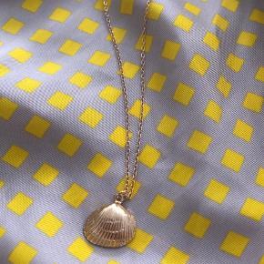 Muslinge-halskæde. Guldbelagt. Købt på ferie. Aldrig brugt ❤️