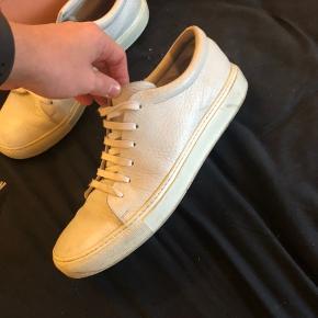 Acne Adrian. Lækker læder sko fra Italien. Nypris er 2600. Brugt, men har stadig liv i sig.