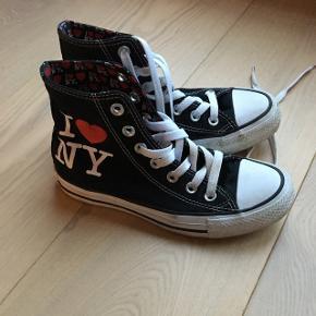 Str 35 Unisex I ❤️N.Y. All Star Converse sneakers, de er ikke brugt meget og har ingen slid.