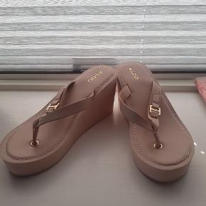 Super fine og søde Aldo sandaler i rosa med kilehæl sælges str. 37