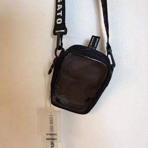 Brugt 2 Gange den en sjælden taske man ikke ser tit der er lavet 200 af dem og det her er nr 108
