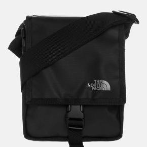 The north face taske, købt i sommeren 2018 og kun brugt få gange efterfølgende. Kom med et bud. Nypris 300,-
