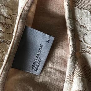 Super udsalg.... Jeg har ryddet ud i klædeskabet og fundet en masse flotte ting som sælges billigt, finder du flere ting, giver jeg gerne et godt tilbud..............   Kjolen er skøn blød og elastisk = sælges for 125 kr + forsendelse med DAO