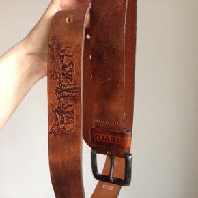 Vintage Levi's læder bælte. Sygt flot cognacbrun farve med lækker patina. BYD