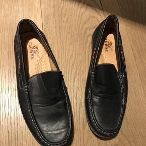 Brand: Clowse Varetype: Loafers Farve: Sort  Helt nye loafers fra Clowse i sort læder, str. 41
