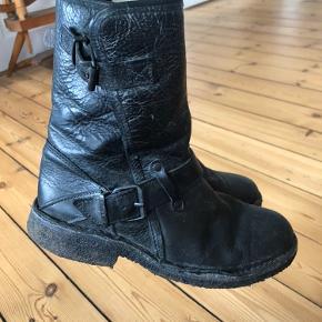 Rå vinterstøvler fra Cashott med for og tyk sål.   De sælges for 250 + porto eller kan afhentes på Østerbro.