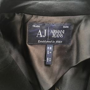 Sort Armani blazer. Ingen pletter, står næsten som ny. Sælges da jeg rydder ud i skabet. BYD   Kan også passes af XS