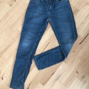 Fede jeans fra Tommy Hilfinger str 176  Kan justeres i siden