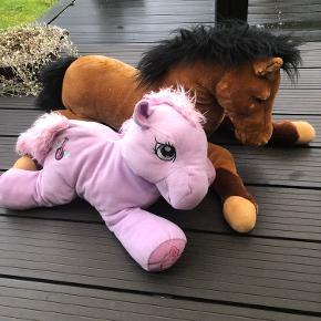 My little pony - 40 kr Stor blød hest - 40 kr  Kan også hentes i viborg