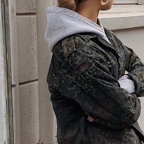 Sælger denne vintage army jakke. Spørg for flere billeder, er åben for bud