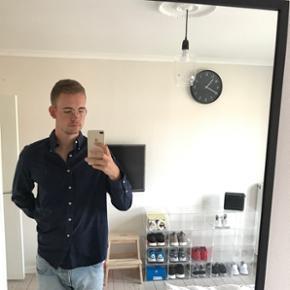 Lækker mørkeblå Ralph Lauren skjorte. Købt på Mallorca sidste år. Rigtig lækkert materiale. Størrelse XL