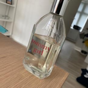Tommy Hilfiger parfume, Tommy girl. 100 ml, og brugt lidt under halvdelen.  Hentes i Aalborg, eller sendes på købers regning. :)