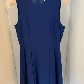 Kort kjole med A-snit 👗 Brugt 1 gang.