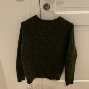 Lækker sweater fra Envii.   Byd! Jeg vil bare gerne af med den, da den fylder i mit klædeskab.