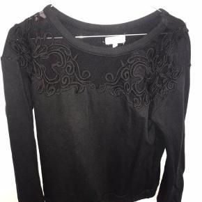 Fin sweater fra Moss Copenhagen  Køber betaler fragt Røgfrit hjem:)