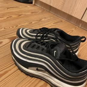 Nike air Max 97  Fejler intet, dog lidt beskidt - men ingen huller eller lignende