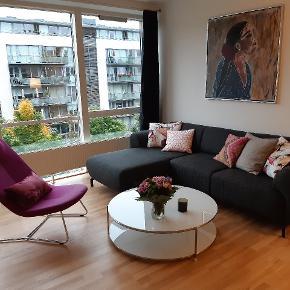 FLYTTESALG! Afhentning Islands Brygge Jeg sælger sofa, sofabord, loungestol, sofapuder - enten hver for sig eller samlet, se separate annoncer. Giv gerne et fair bud - afhentes i Kbh.