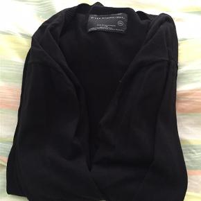 Brand: Black International Varetype: Cardigan Størrelse: XXL Farve: Sort Oprindelig købspris: 299 kr. Prisen angivet er inklusiv forsendelse.