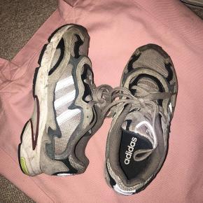 Fede Adidas sko, i god stand - holdt flot. Str 36 2/3🌸✨