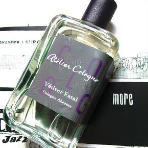 """Niche parfume Brand: Atelier Cologne Varetype: Ny """"Vetiver Fatal"""" Niche Parfume Størrelse: 200 ml/198ml fuld. Oprindelig købspris: 1250 kr."""