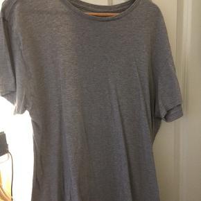 3 stk T-shirt. Polo Ralph lauren xl og fred Perry XXL. Sælges samlet.