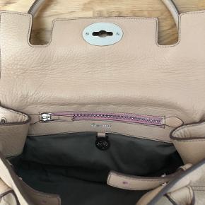 """Har skiftet taske mærke - så sælger ud af mulberry  Farven er mere nude end Rosa East-West Bayswater limitedition Brugt ganske lidt, eller ligget """"udstoppet"""" i  dustbag  Original kvittering   BYD"""