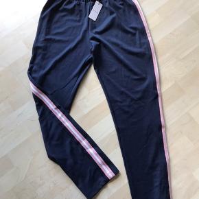 Flotte bukser super flotte de er nye med tags og aldrig brugt kun prøvet  De er så lækker og et par skønne bukser😊😊😊