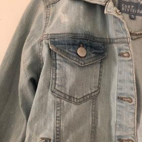 Fin denim jakke den er kun brugt en gang til konfirmation