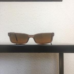 """Flotte originale persol solbriller """"model 2650"""" sælges..    De er brugt, men i fin stand..    NB.. De er ikke ret store..    SE OGSÅ MINE ANDRE ANNONCER.. :D"""