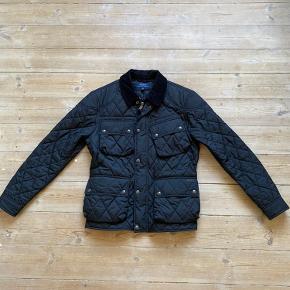 Sort quilted jakke fra Polo Ralph Lauren i str. L. Næsten ikke brugt, og står som ny.