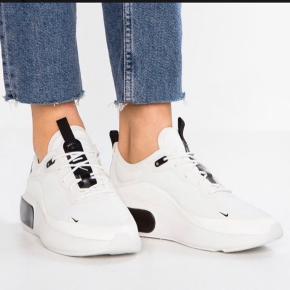 Brugt 1 gang, ellers fejler de intet udover at sko bunden er beskidt   #30dayssellout