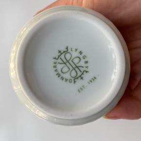 Den klassiske Lyngby vase, 12 cm høj. Kan sendes eller afhentes på Islands Brygge, Kbh S.  Bytter ikke. Ønskes TS-handel betaler køber gebyrerne.