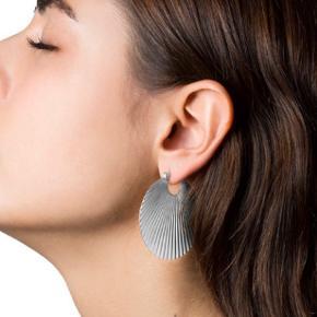 Jane Kønig øreringe shell i sølv stor Kun prøvet på og ellers bare ligget i skuffen