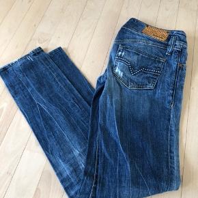 Diesel jeans i str W 27 L 32 med lav talje.
