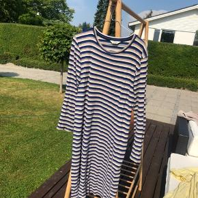 Langærmet kjole fra Mads Nørgaard