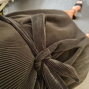 Lækker kjole med snørre / slå om effekt 🖤
