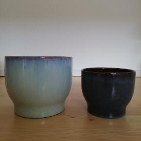 2 stk. helt nye urtepotteskjulere Urtepotteskjuler fra Knabstrup Keramik Turkis og mørkeblå