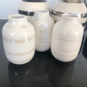 Tre små hvide perlemors Kählervaser sælges. Er i fin stand. Byd gerne 🥰