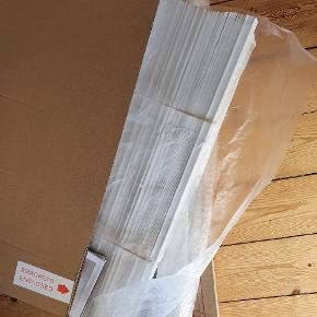 Helt ny træpersienne i str 60x120 cm i 25 mm hvidt træ.  Sælges da de var et fejlkøb