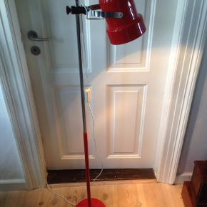Retro gulvlampe fra Aneta Væxjø i Sverige. Pæn med brugsspor.