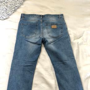 Just Junkies jeans i blå. Størrelse 36/32.   Stof: 94% citron, 5% PES, 1% ELESTAN