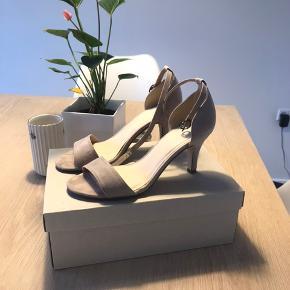 Bianco heels str 38 Brugt få gange  Nypris var 399,95kr   Mp er 100kr