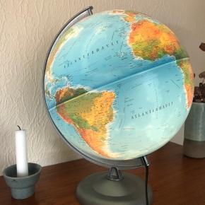 Flot retro globus med lys. Sælges da den ikke bliver brugt 🌎 Giv et bud