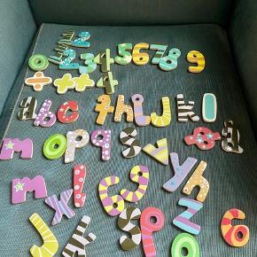 Tal og bogstaver magneter  -fast pris -køb 4 annoncer og den billigste er gratis - kan afhentes på Mimersgade 111. Kbh n - sender gerne hvis du betaler Porto - mødes ikke andre steder - bytter ikke
