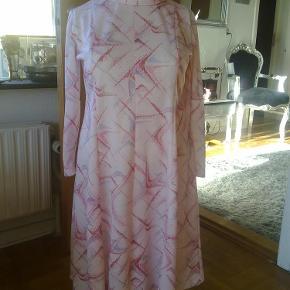 Varetype: kjole Farve: mønster  se flere opslag