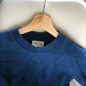 Wood Wood sweatshirt i mørk blå. Np 900  Byd endelig. Alt skal væk, da jeg ikke er god til at bruge det, så der er ingen dårlige bud. Sælges meget billigt!!  Sender gerne 🌸