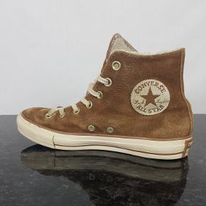 Detaljer:  •Brand: Converse •Model: All-Star Chuck Taylor •Type: Hi-top sko •Størrelse: 37.5 •Farve: Brun