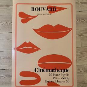 Super fin fransk inspireret plakat - købt af en svensk designer.   Den passer desværre ikke ind i rummet, hvor den tiltænkt til.   ❤️160 kr.❤️   Plakaten har målene 40x60    Kan afhentes i Aarhus C, eller sendes på købers regning - med DAO