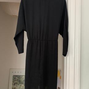 Moss kjole, str xs, men stor i størrelsen.